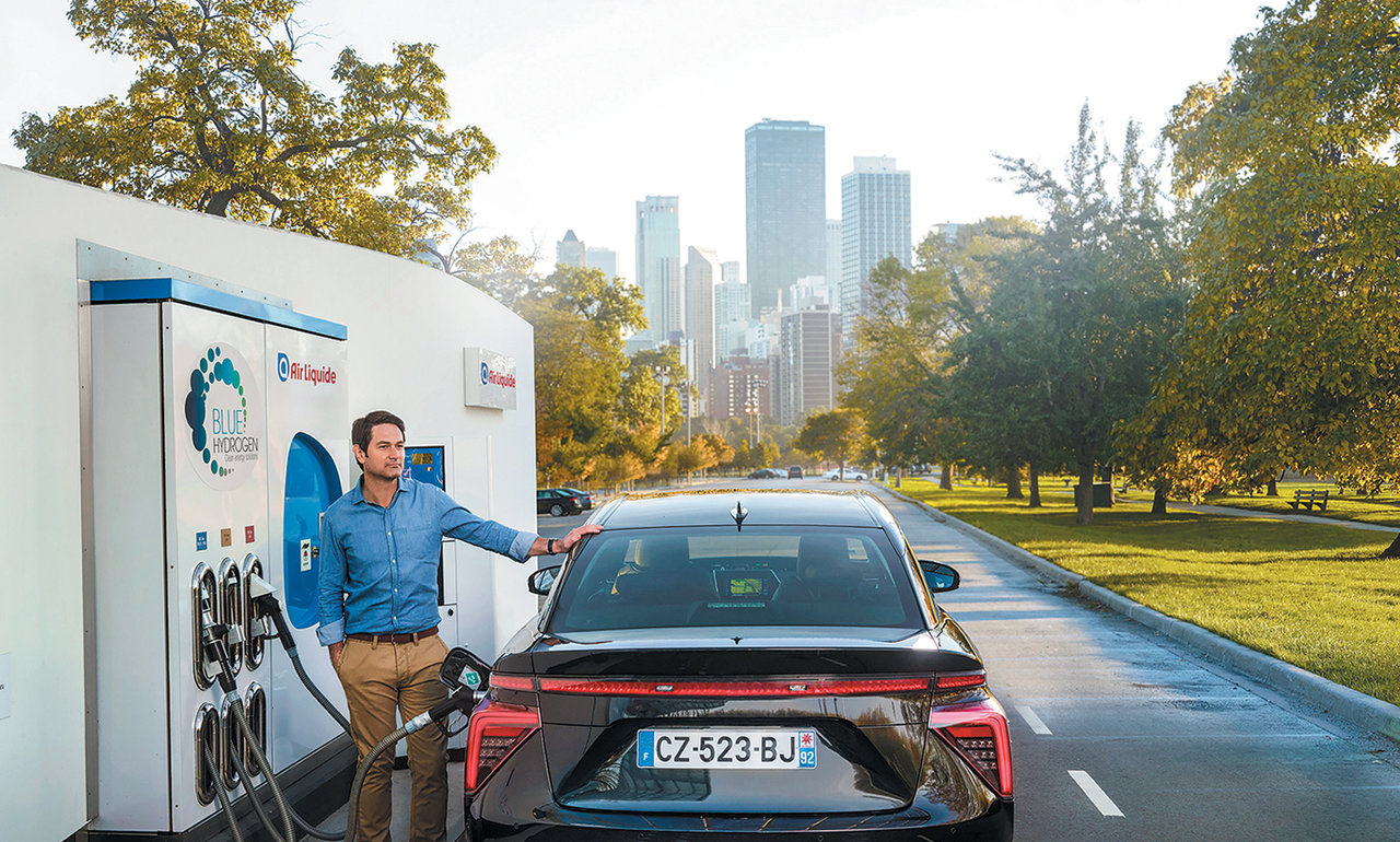 The electricity produced by the fuel cell running on hydrogen enables a vehicle to run cleanly and quietly.