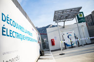 Hydrogen station for vehicles